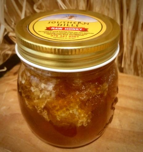 Raw Honey with honeycomb